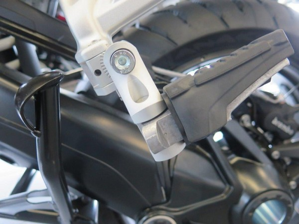 BMW R1200GS LC 13 Sozius Fußrastentieferlegung verstellbar 60mm tiefer ABE